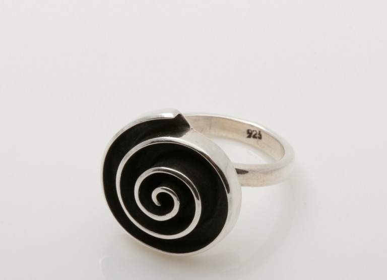 8717121028104 Ring Zilver Labyrinth Rond